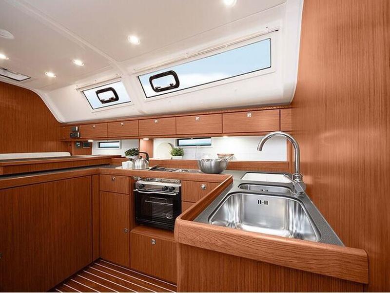 Bavaria Cruiser 51 (Anemone) interior - 3