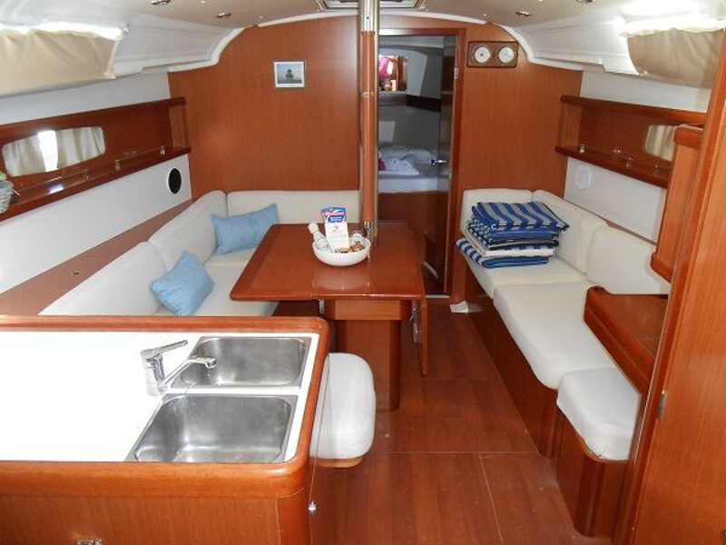 Oceanis 37 (Tamelos) interior - 4