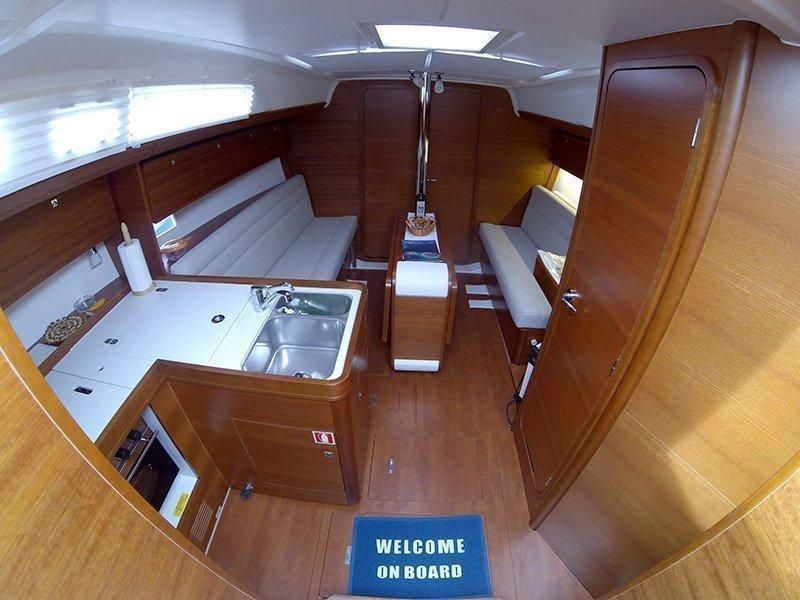Dufour 350 GL (Luka (webasto, solar panel, additional water tank, shallow draft)) Interior image - 4