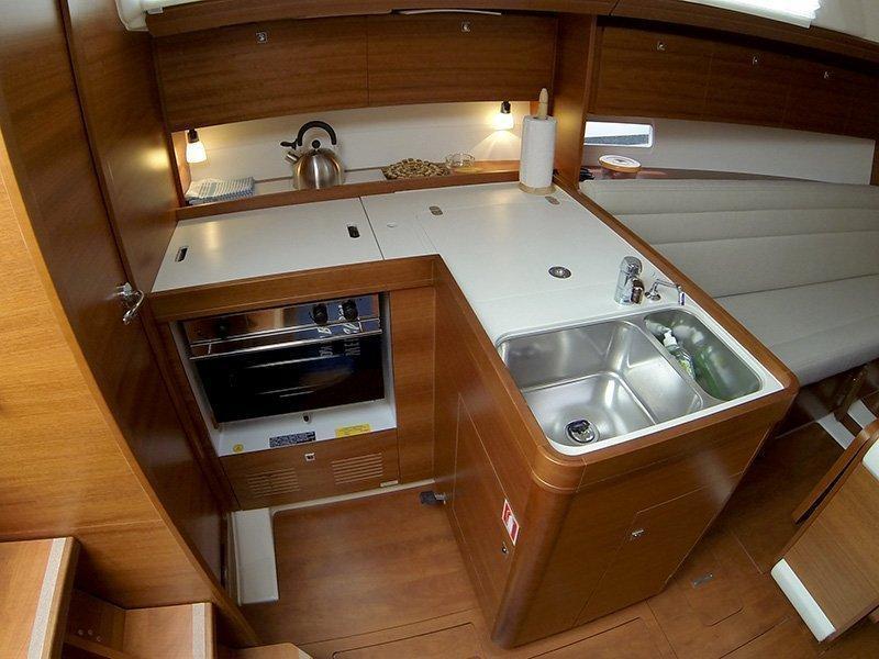 Dufour 350 GL (Luka (webasto, solar panel, additional water tank, shallow draft)) Dufour 350 interior - 6
