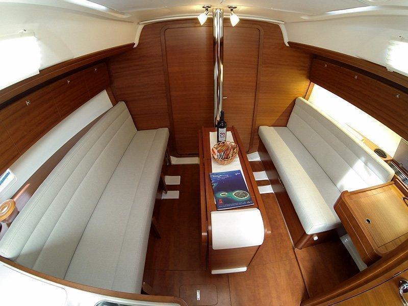 Dufour 350 GL (Luka (webasto, solar panel, additional water tank, shallow draft)) Dufour 350 interior - 15
