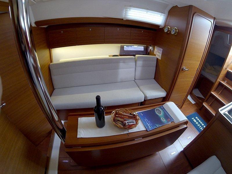 Dufour 350 GL (Luka (webasto, solar panel, additional water tank, shallow draft)) Dufour 350 interior - 11