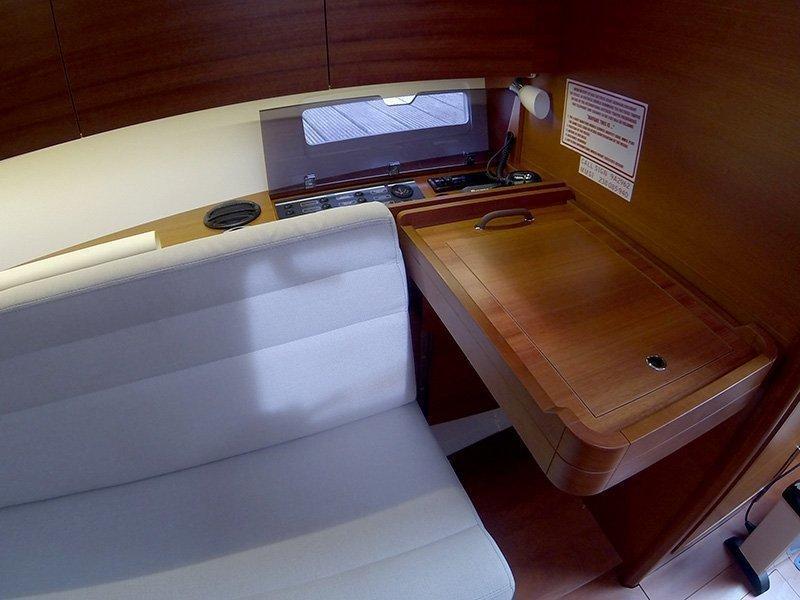 Dufour 350 GL (Luka (webasto, solar panel, additional water tank, shallow draft)) Dufour 350 interior - 9