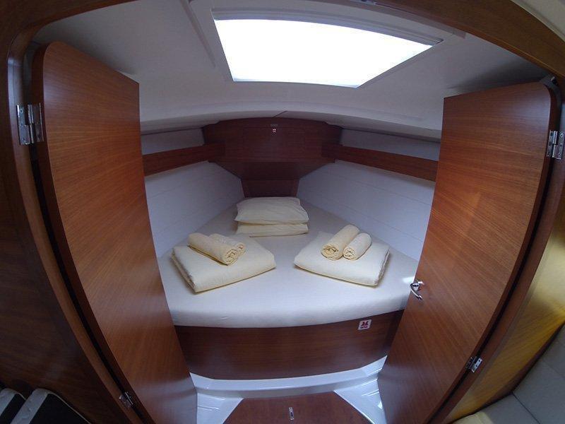 Dufour 350 GL (Luka (webasto, solar panel, additional water tank, shallow draft)) Dufour 350 interior - 13