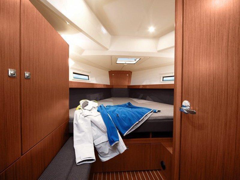 Bavaria Cruiser 41 (Urze) interior - 2