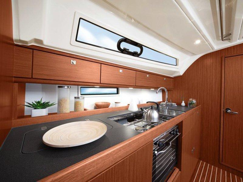 Bavaria Cruiser 41 (Urze) interior - 1