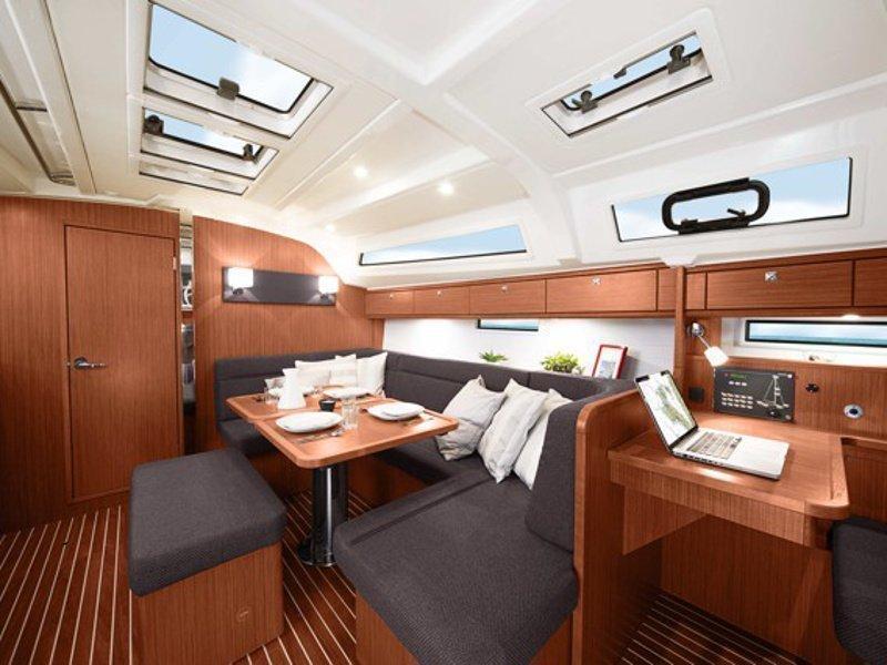 Bavaria Cruiser 41 (Urze) interior - 3
