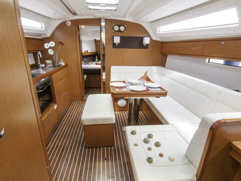 Bavaria 41 Cruiser (Erato) Interior image - 9