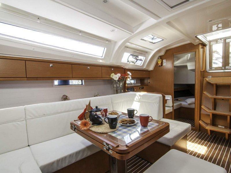 Bavaria 41 Cruiser (Erato) interior - 6