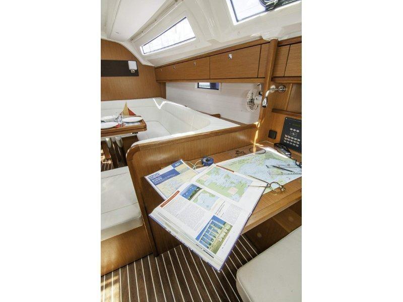 Bavaria 41 Cruiser (Erato) interior - 2