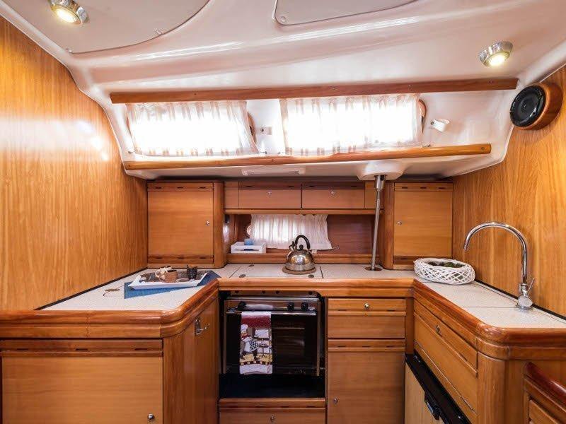 Bavaria 46 Cruiser (Zefyros - Bow & Solar) interior - 4