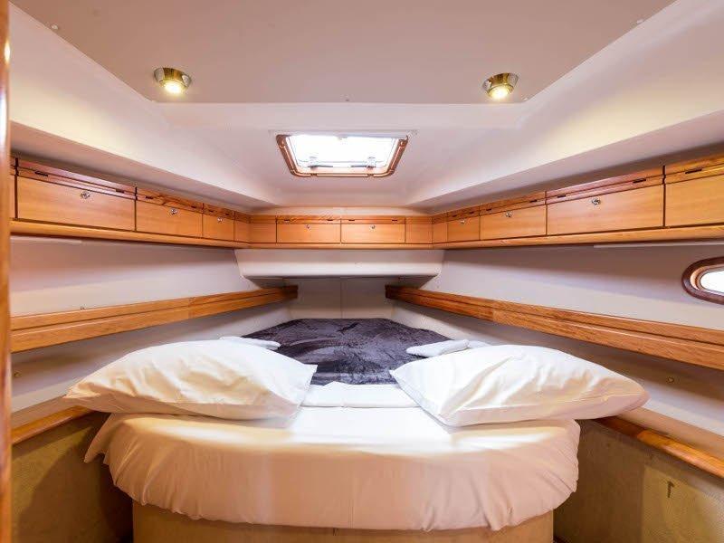 Bavaria 46 Cruiser (Zefyros - Bow & Solar) interior - 13