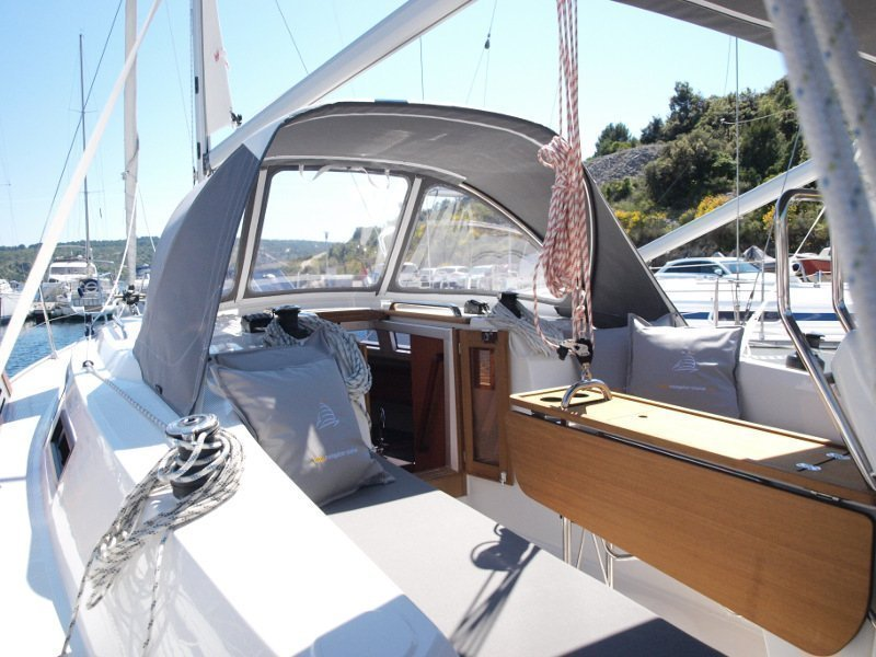 Bavaria Cruiser 33 (Sea Lion) exterior - 10