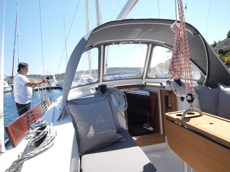 Bavaria Cruiser 33 (Sea Lion) exterior - 12