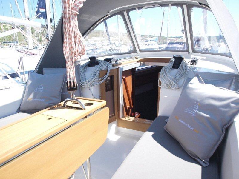 Bavaria Cruiser 33 (Sea Lion) exterior - 6