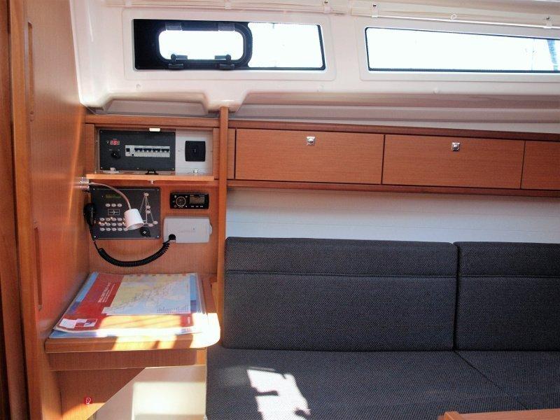 Bavaria Cruiser 33 (Sea Lion) interior - 11
