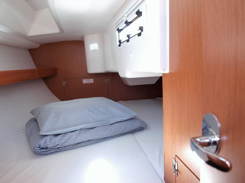 Bavaria Cruiser 33 (Sea Lion) interior - 7