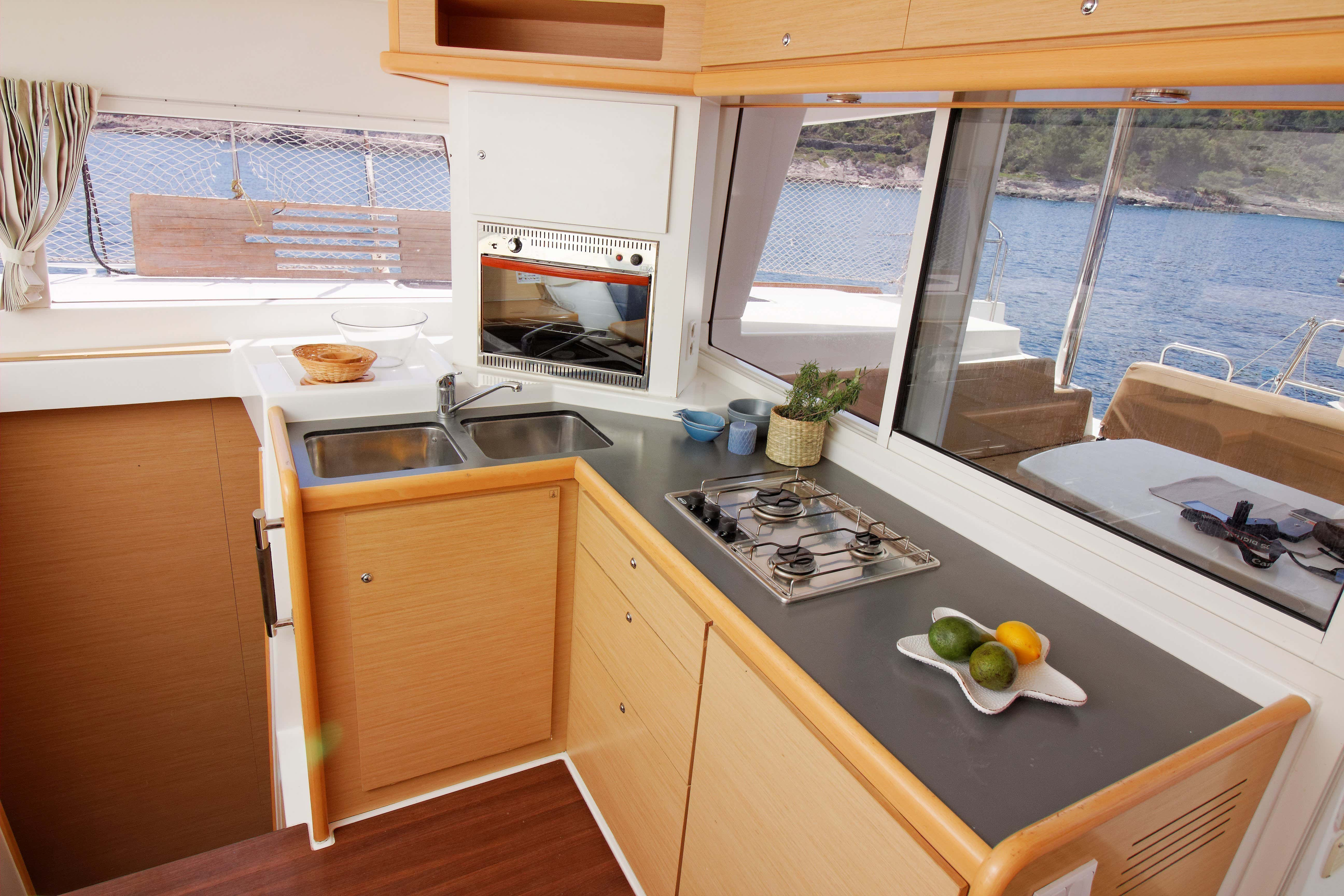 Lagoon 400 (GREENLAND) Interior - kitchen (photo taken 2019) - 5
