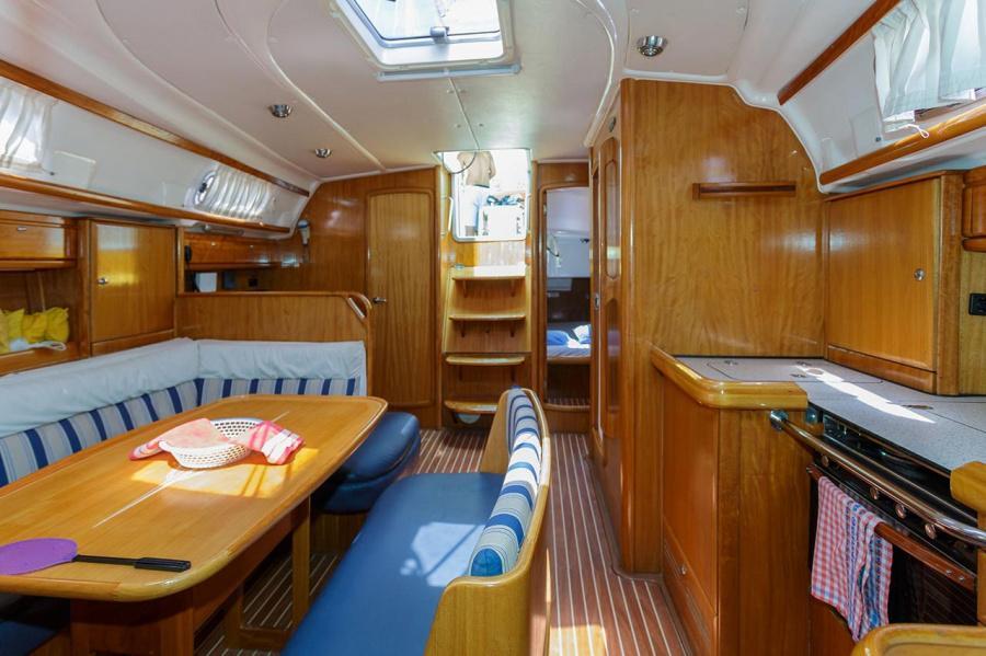 Bavaria 42 Cruiser (Lady Clam)  - 4
