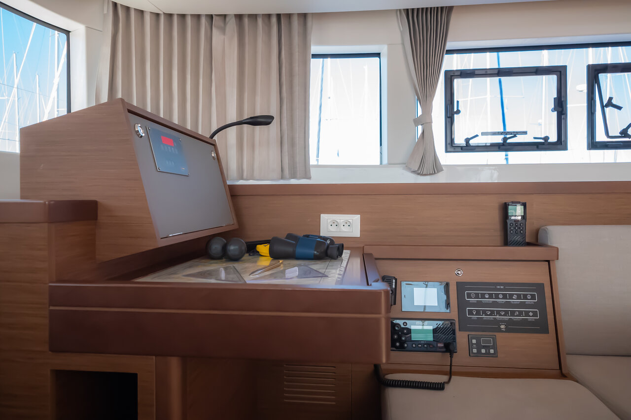 Lagoon 40 - 4 + 2 cab (Chingi Lingy (AC 4 cabin version, generator, portable icemaker))  - 8