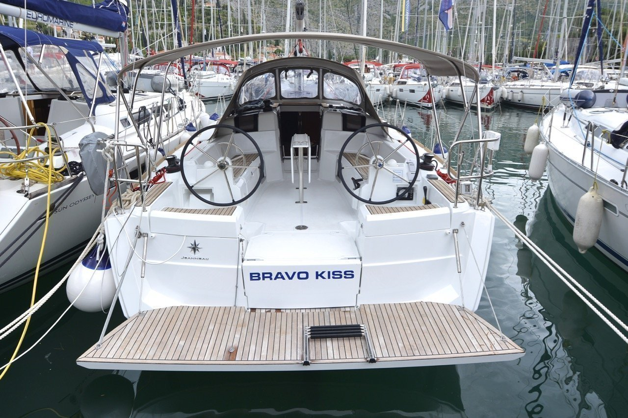 Sun Odyssey 389 (Bravo Kiss)  - 2