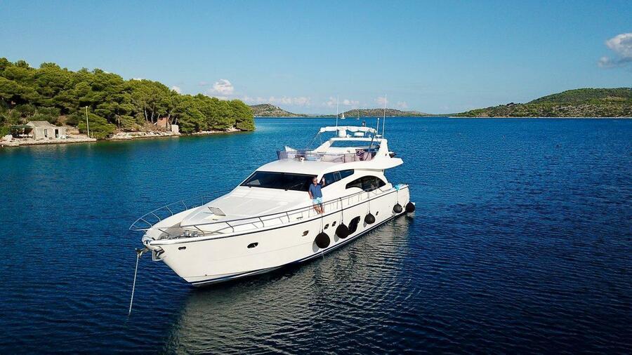 Ferretti Yachts 681 (Dominique)  - 2