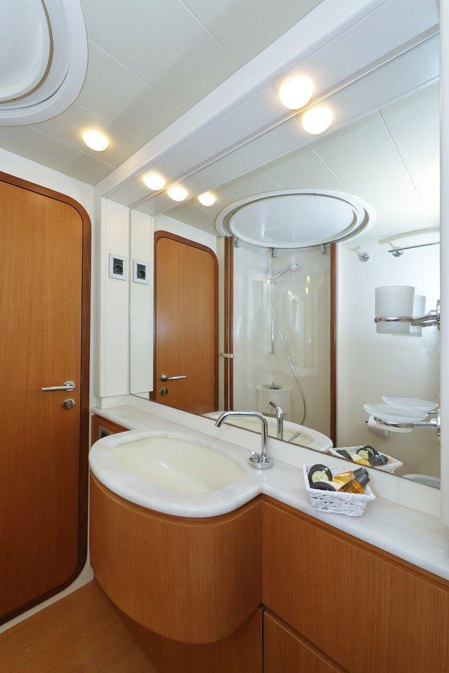 Ferretti Yachts 681 (Dominique)  - 31