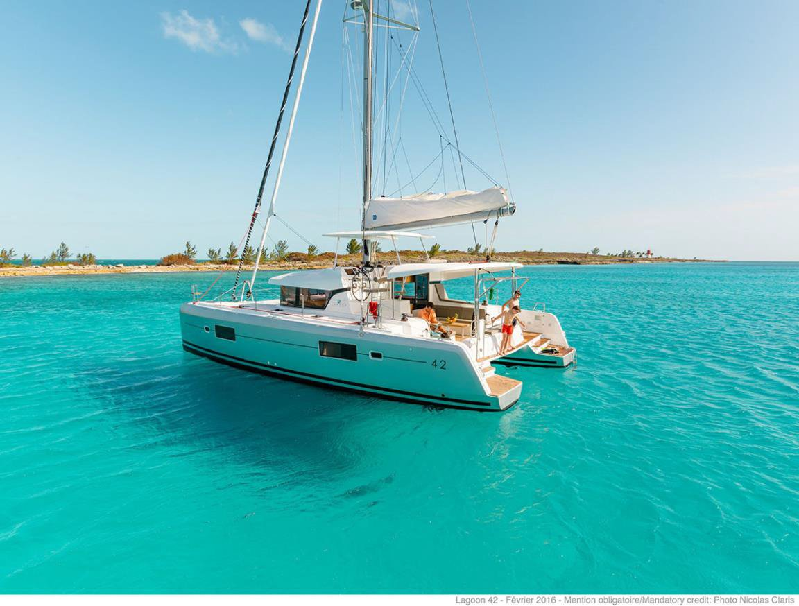 Lagoon 42 - 4 + 2 cab. (BLUE STEEL (generator, air condition, water maker))  - 4