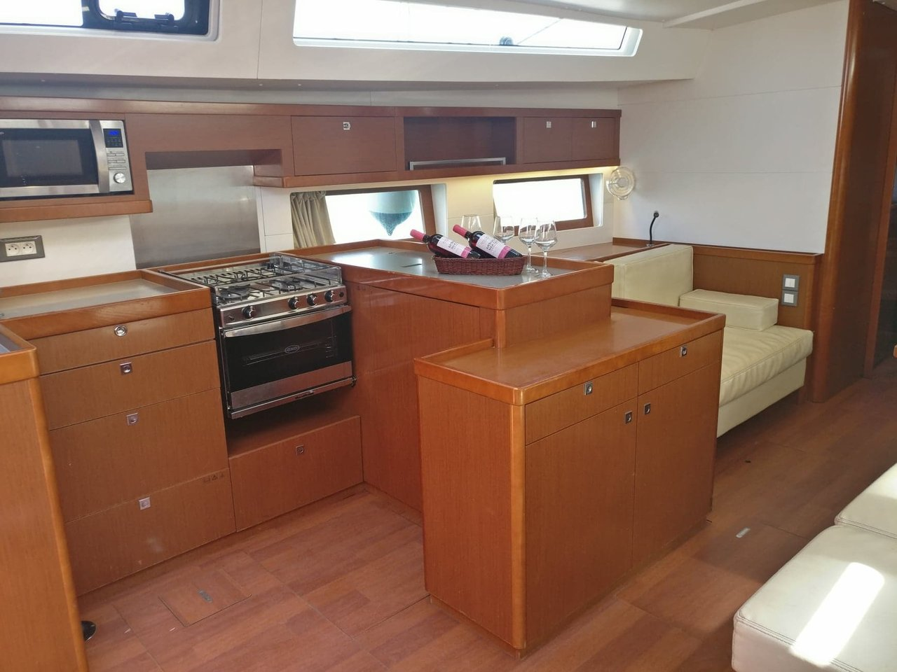 Oceanis 55 - 5 + 1 cab. (LUCKY TRADER (generator, air condition))  - 6