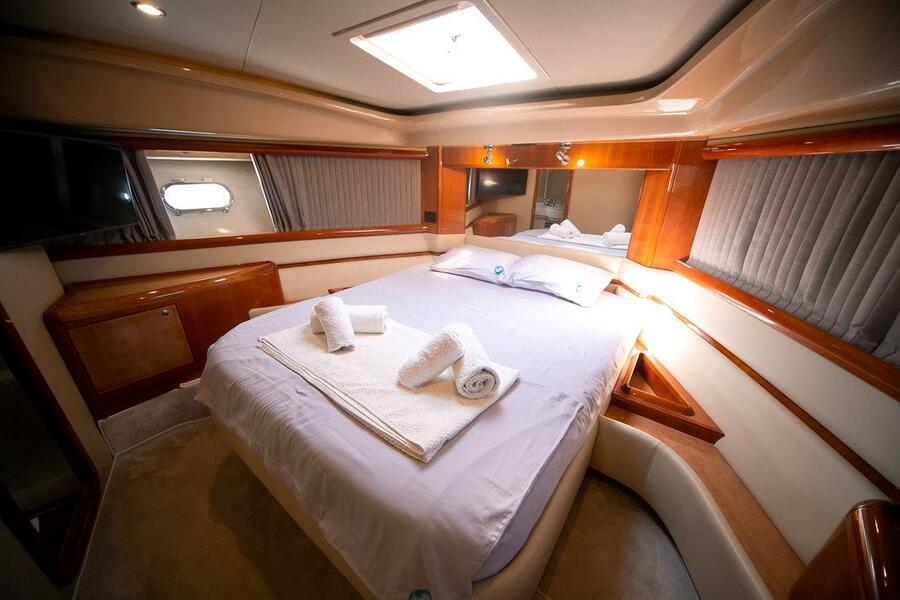 Ferretti Yachts 590 (Rogue)  - 25