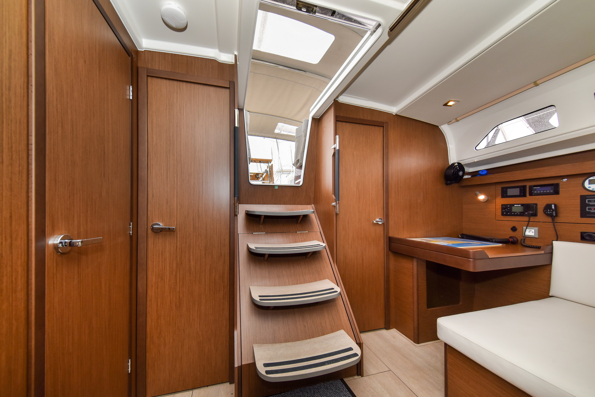 Oceanis 40.1 - 3 cab. (Eylin with A/C and generator)  - 19