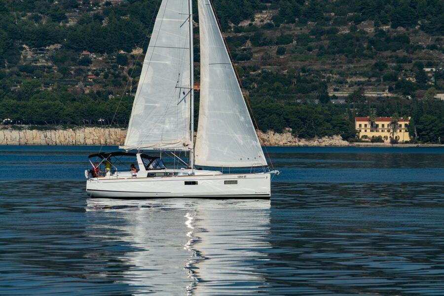 Oceanis 38.1 (Cvita)  - 3