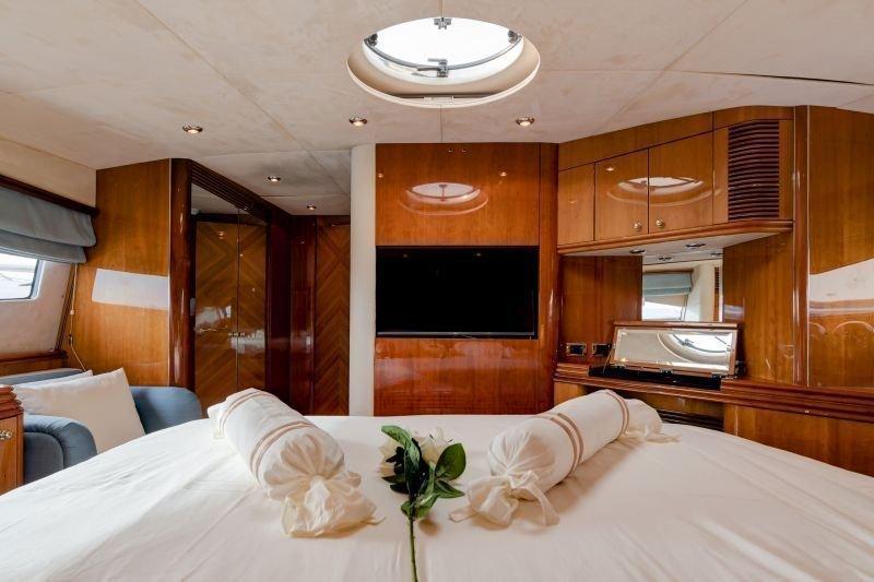 Sunseeker Yacht 105 (Baby)  - 12