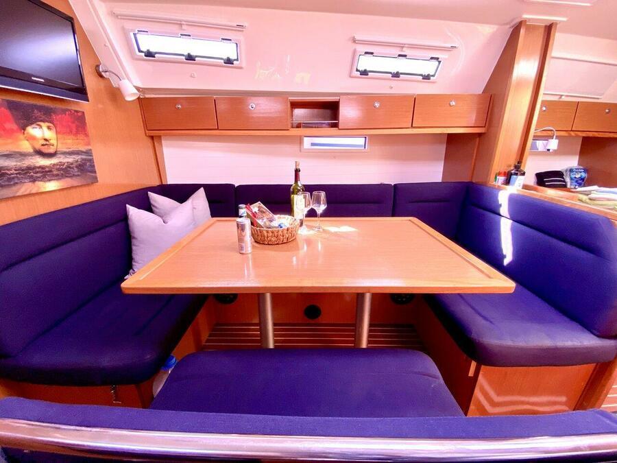 Bavaria Cruiser 40 (Priceless)  - 17
