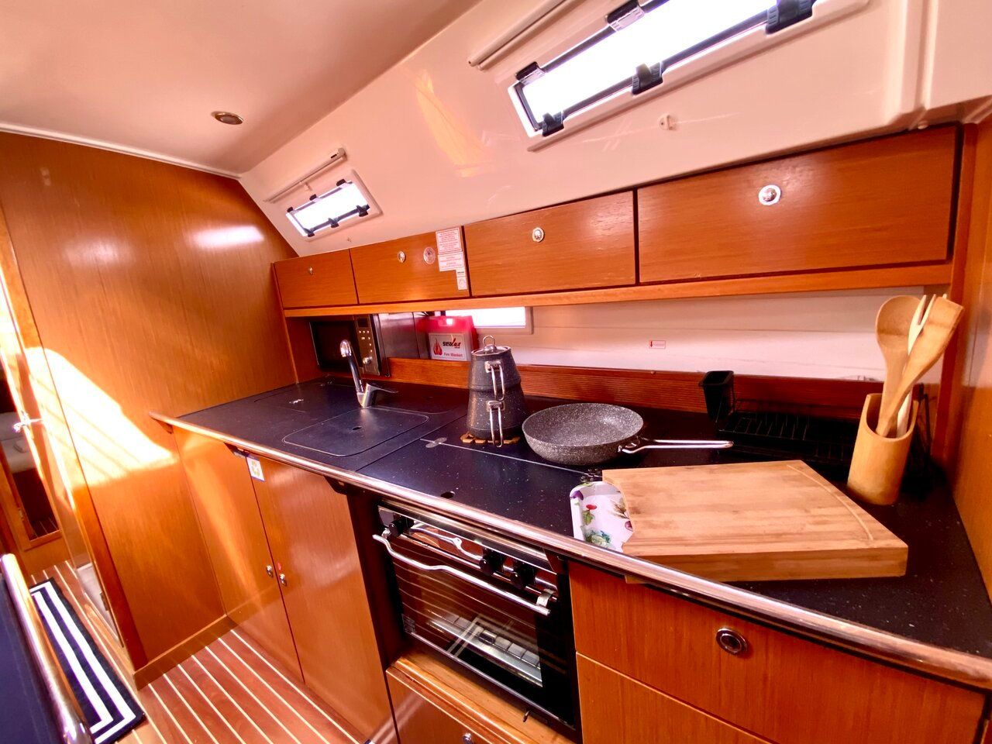 Bavaria Cruiser 40 (Priceless)  - 18
