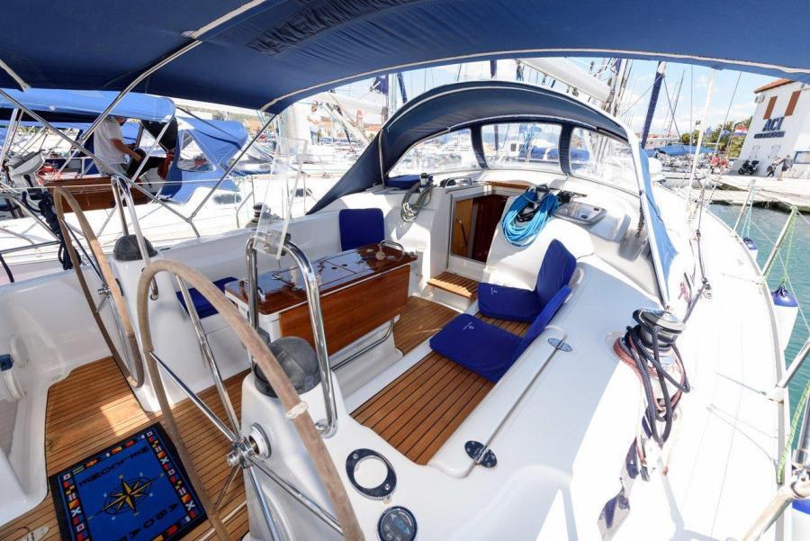 Bavaria 42 Cruiser (Blue Queen)  - 2