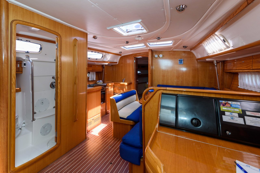 Bavaria 42 Cruiser (Blue Queen)  - 3