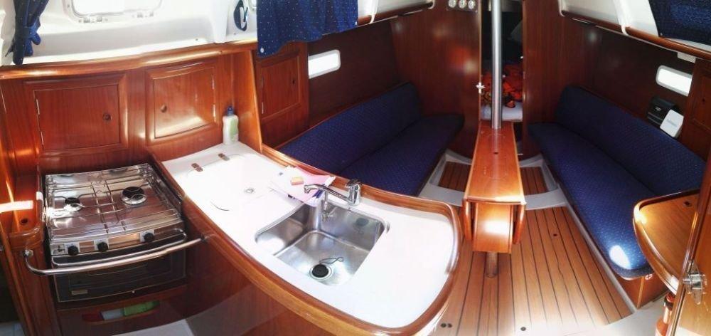Oceanis Clipper 323 (Mala Maja)  - 3