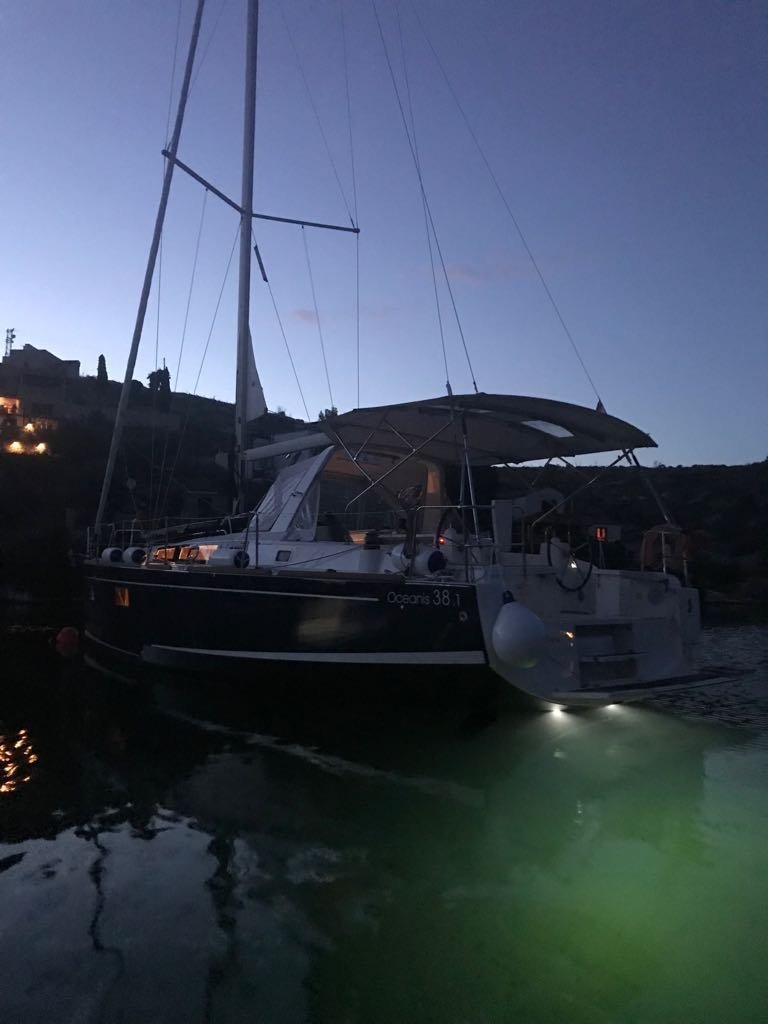 Oceanis 38.1 (Baby Dory- A/C (sh power), underwater lights, blue hull)  - 7