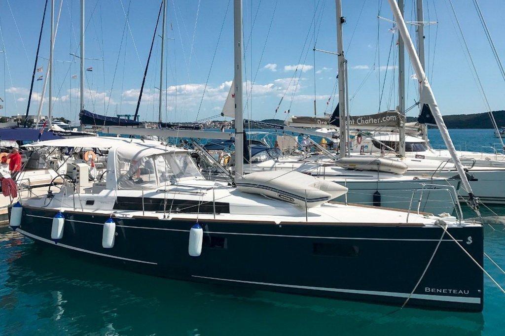 Oceanis 38.1 (Baby Dory- A/C (sh power), underwater lights, blue hull)  - 8