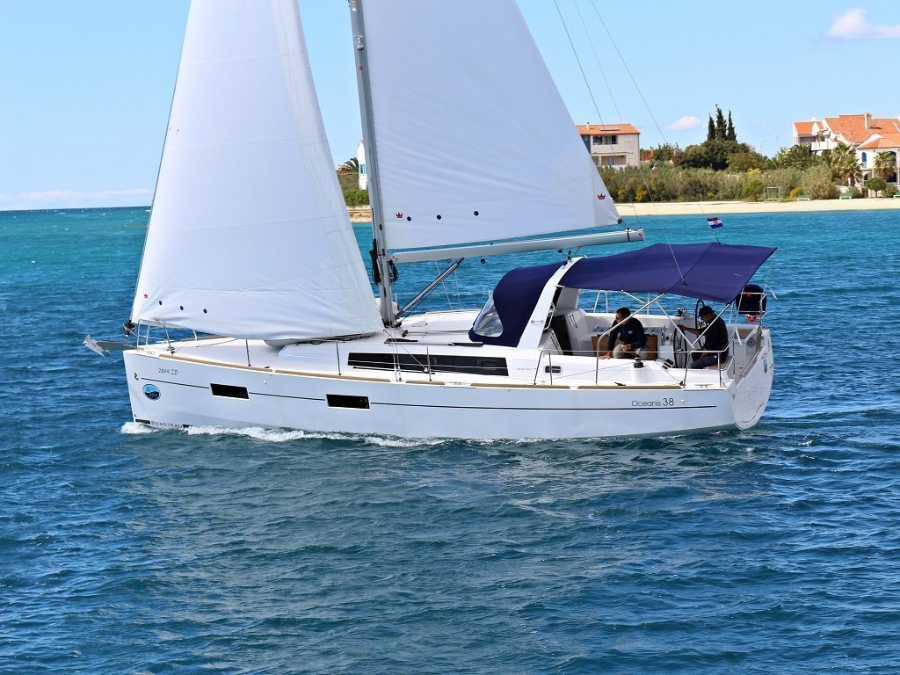 Oceanis 38.1 (Ariela)  - 12