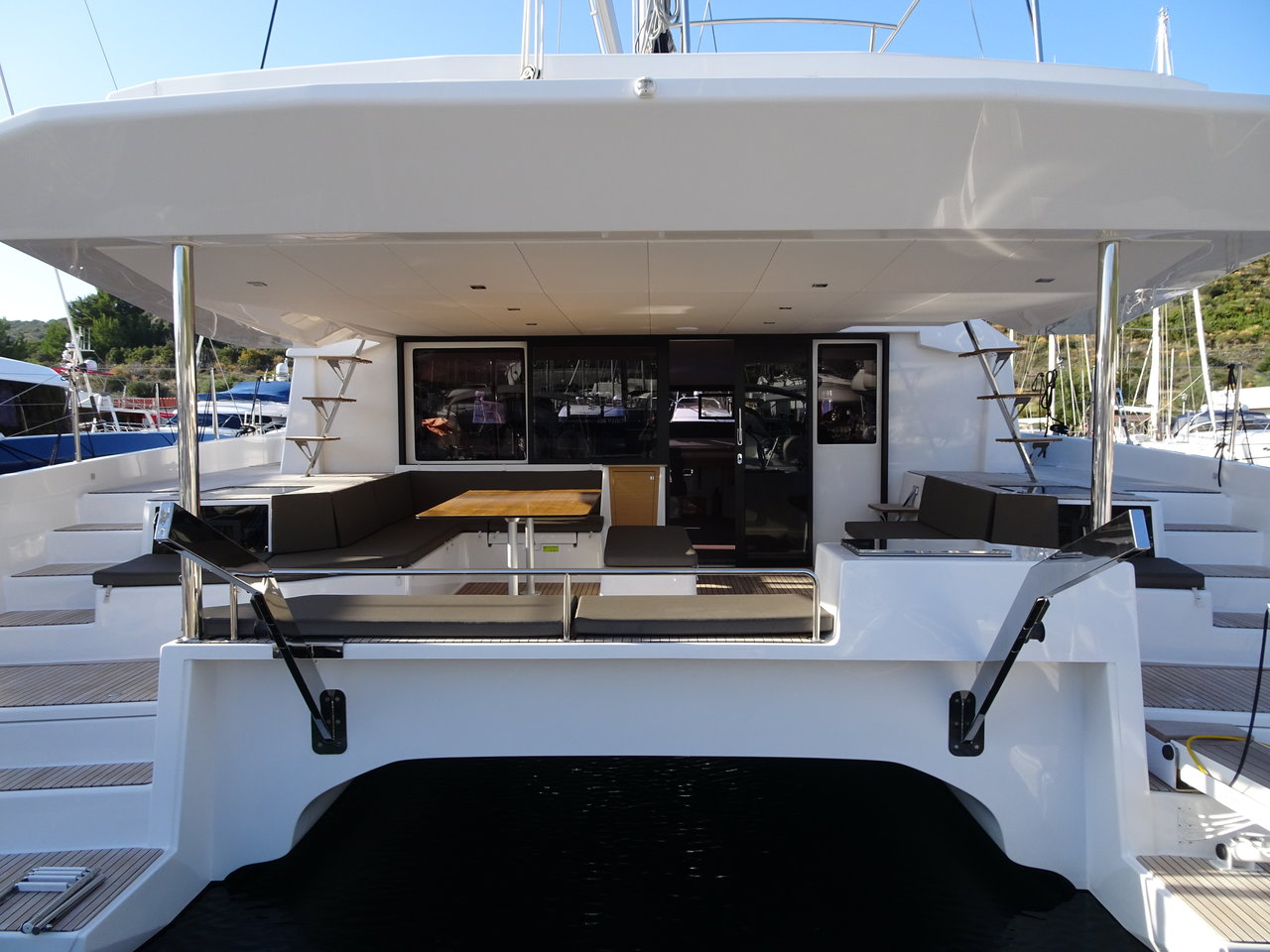 Dufour 48 Catamaran - 4 + 2 cab. (LER - BLUE HULL, A/C+GEN., UNDERWATER LIGHTS)  - 19