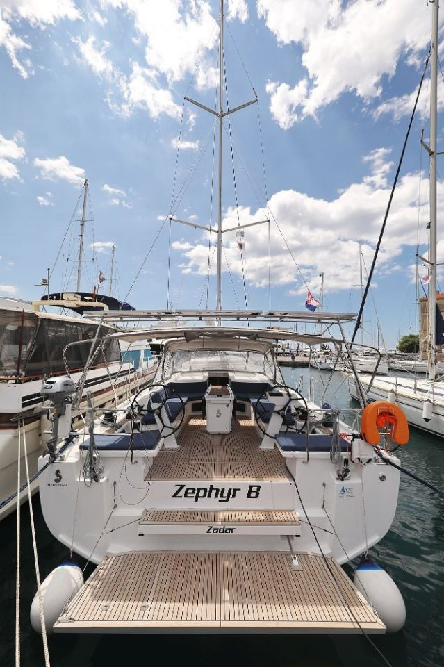 "Oceanis 51.1 - 5 + 1 cab. (""Zephyr B"" with A/C and generator)  - 2"