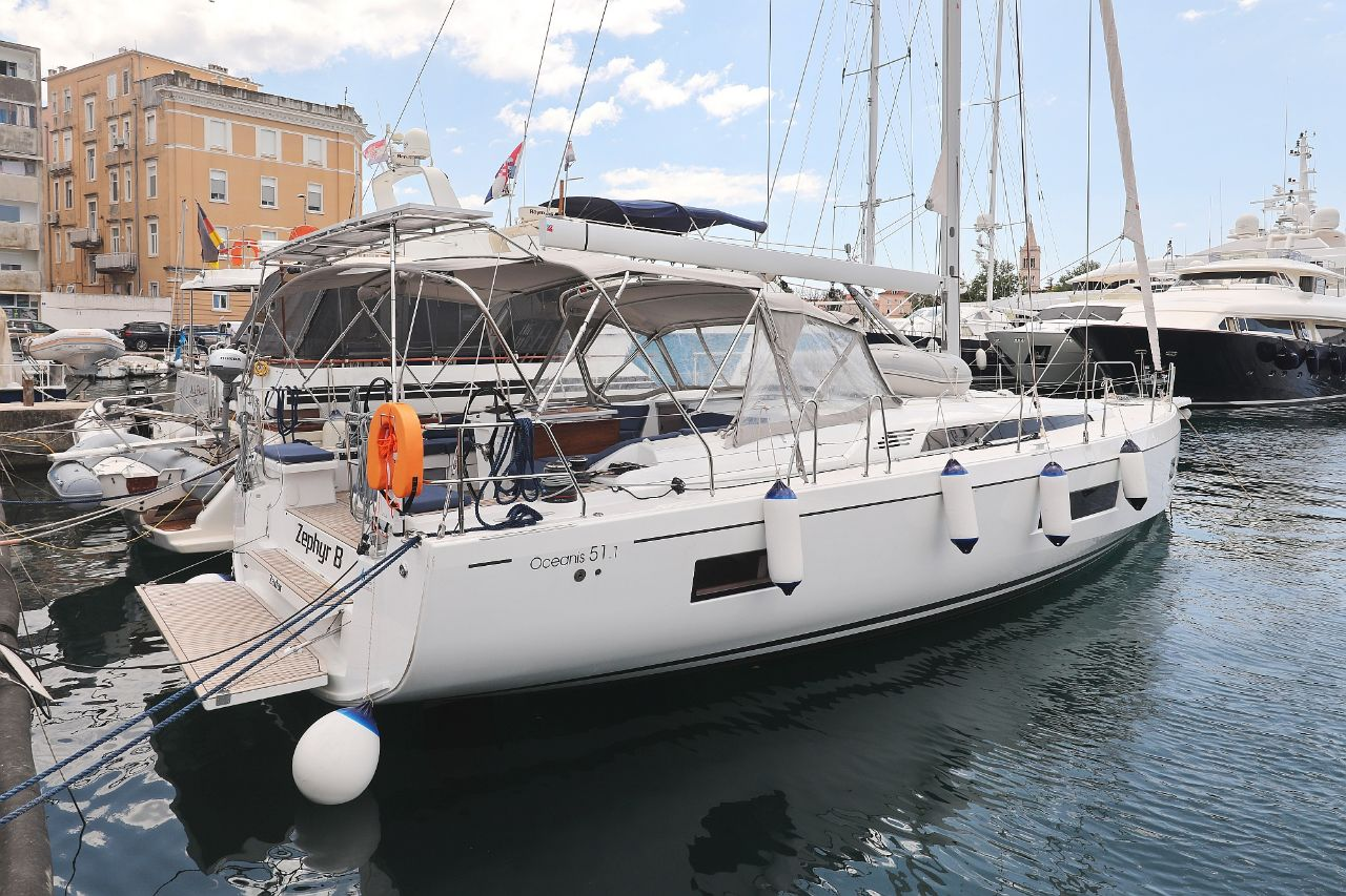 "Oceanis 51.1 - 5 + 1 cab. (""Zephyr B"" with A/C and generator)  - 6"