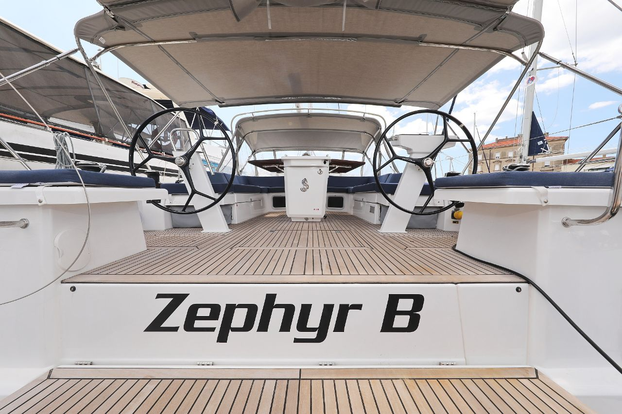 "Oceanis 51.1 - 5 + 1 cab. (""Zephyr B"" with A/C and generator)  - 17"