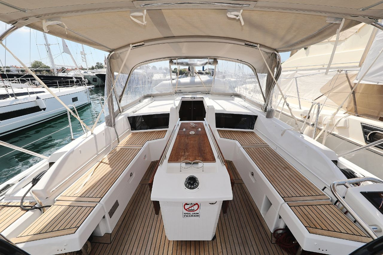 """Oceanis 46.1 (""""Mr.White"""" with A/C and generator)  - 9"""