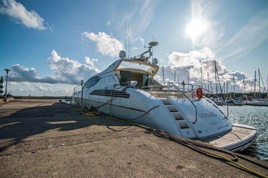 Leopard 24 (Leopard Forum 24 rent in Baltic sea)  - 3