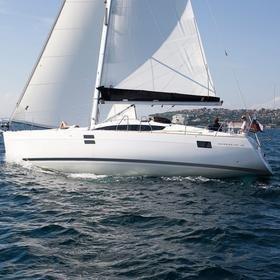 Anadea (full batten mainsail, bowthruster)