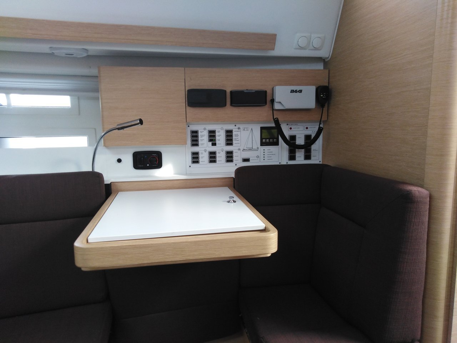 Elan Impression 40 (Anadea (LCD TV, full batten mainsail, bowthruster))  - 9