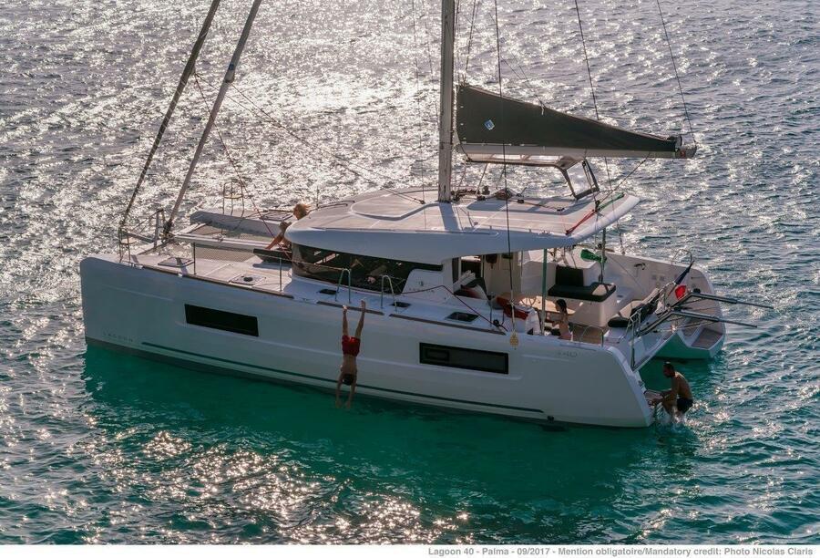 Lagoon 40 - 4 + 2 cab (Nathalie - Cabin charter (SUNDAY) port stern)  - 3